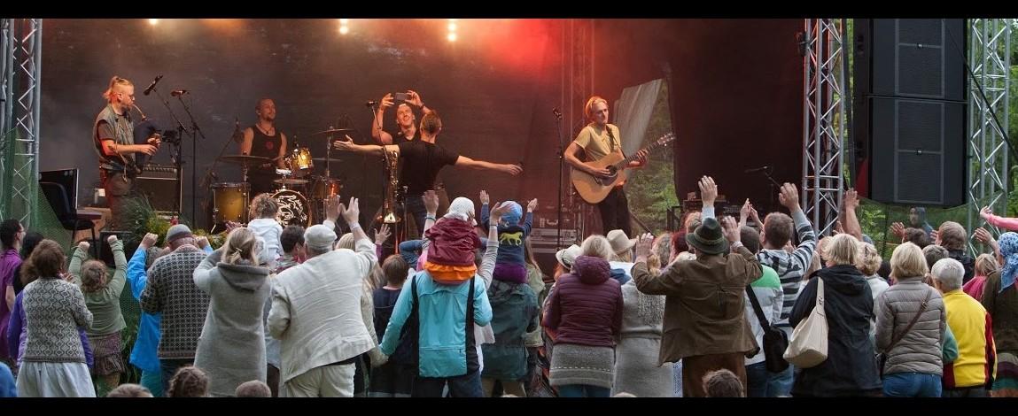 Kahe nädala pärast algav küllusliku programmiga XIV Hiiu Folk ''Juurte juures'' pakub külastajale head muusikat ning tutvustab kauni Hiiumaa loodust ja ajalugu.