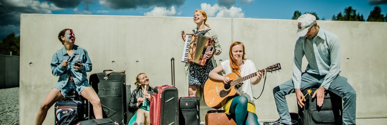 Täna esietendub teatri Must Kast muusikaline suvelavastus ''Kaksismaa/ Kaksoismaa'' Eesti Rahva Muuseumi Viinaköögis